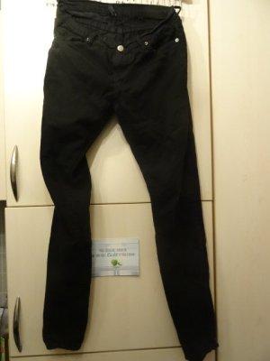 Schwarze Hose, Röhrenschnitt