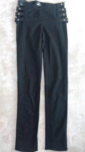 Schwarze Hose von D&G mit ausgefallenen Schnallen #London #KateMoss #rockig