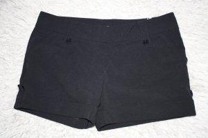 Schwarze Hot Pants mit Gürtelschlaufen