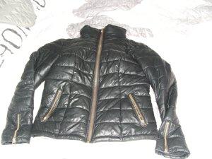 schwarze jacke für den winter angeboten