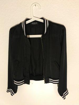 Schwarze Jacke Größe 34