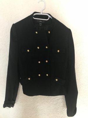 Schwarze Jacke mit goldenen Knöpfen