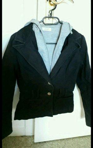 """schwarze Jacke mit """"Kaputzenpulli"""" Einsatz"""