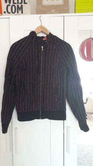 Schwarze Jacke mit Kapuze in Größe 36 von H&M