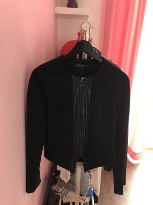Schwarze Jacke mit Leder
