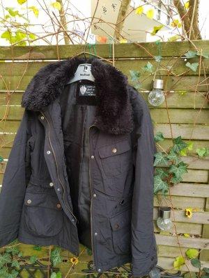 Schwarze Jacke mit ökologischem Pelzkragen Yessica