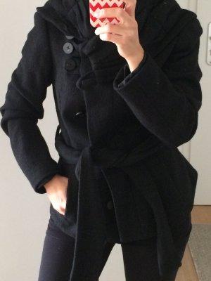 Schwarze Jacke mit Schalkragen und Bindegürtel von Zara