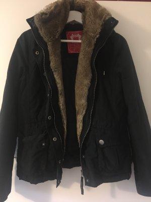 Schwarze Jacke mit weichem Kunstfell von EDC