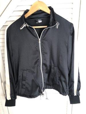 Schwarze Jacke mit weißem Streifen