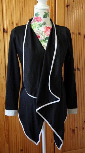 schwarze Jacke mit weißer Bordüre