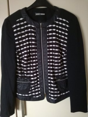 schwarze Jacke mit weißes Muster