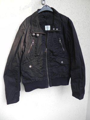 Schwarze Jacke (perfekt für den Frühling bzw. Herbst)