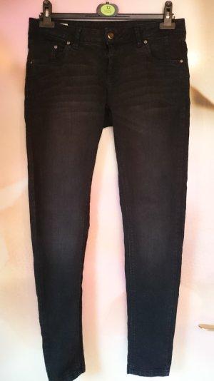 schwarze Jeans Gr. 40