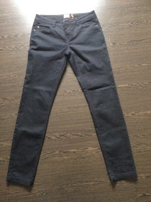 schwarze Jeans / Hose / Röhrenjeans von Only - Gr. 36, Length 32