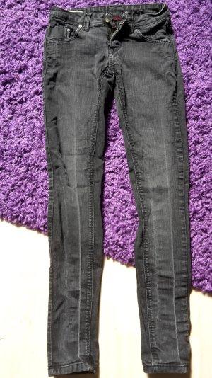 SChwarze Jeans in 34 bzw. 36