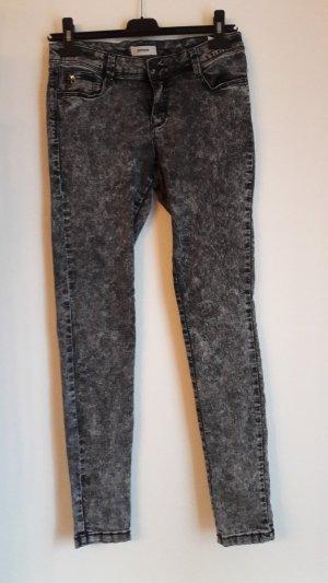 schwarze Jeans in Acid Waschung