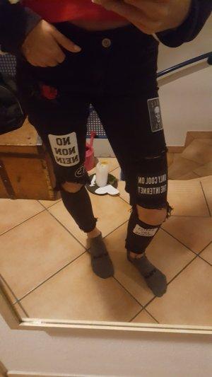Schwarze Jeans mit Details
