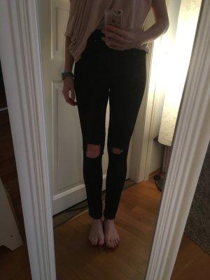 Schwarze Jeans mit Rissen