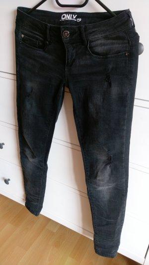 schwarze Jeans mit Waschung