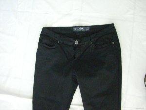 Schwarze Jeans normale Länge