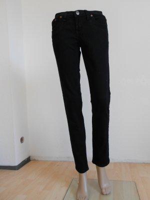 Schwarze Jeans tiefsitzend