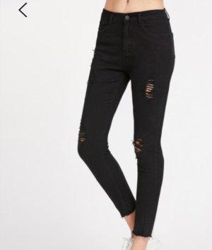 Schwarze Jeans, zerissender Effekt