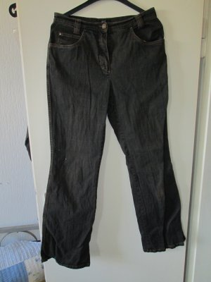 schwarze Jeanshose / Aust