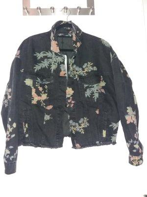 schwarze Jeansjacke mit Blumendruck