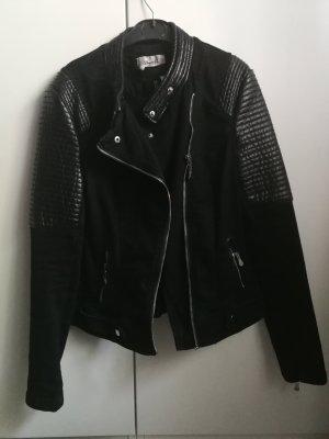 Schwarze Jeansjacke mit Kunstlederelementen