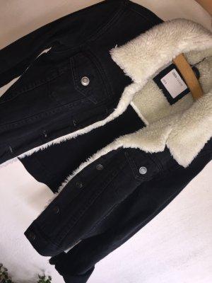 Schwarze Jeansjacke mit Teddyfell