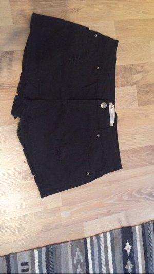 Schwarze jeansshorts mit Löchern