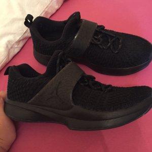 Schwarze Jordan Basketball Schuhe