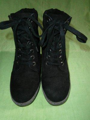 Schwarze Keilabsatz-Stiefelchen