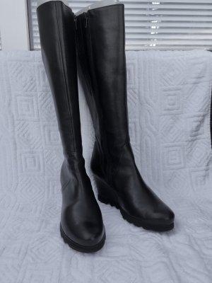 Schwarze Keilstiefel