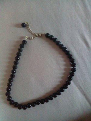 Collier noir matériel synthétique