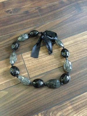 Schwarze Kette mit großen Steinen