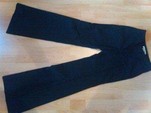 Schwarze klassische Bügelfaltenhose von Zara