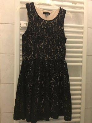 Schwarze Kleid