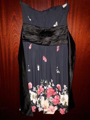 Schwarze Kleid mit Blumen