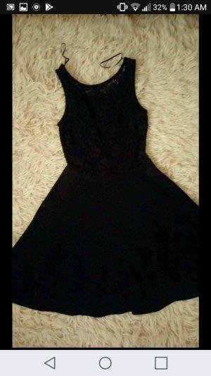 schwarze Kleid von Tally Weijl