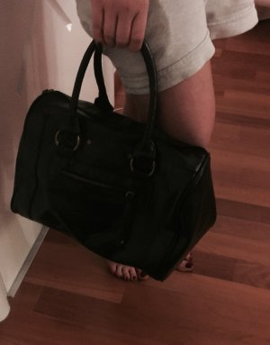 Schwarze, kleine Tasche in Lederoptik