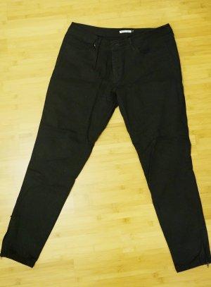 schwarze, knöchellange Jeans
