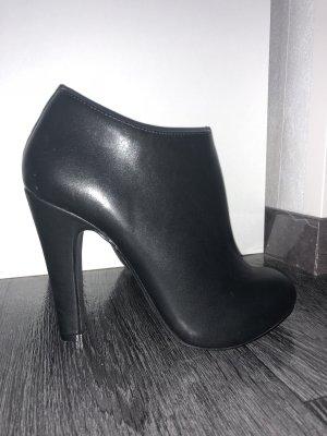 Schwarze knöchellange Stiefeletten