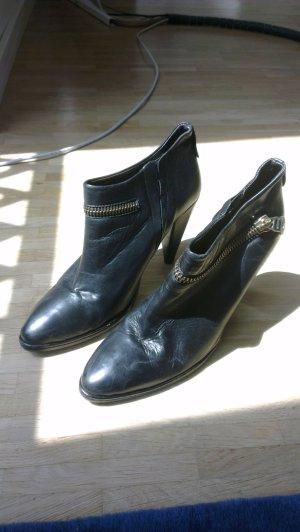 schwarze Knöchelpumps
