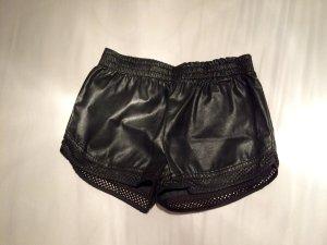 Schwarze Kunstleder Shorts