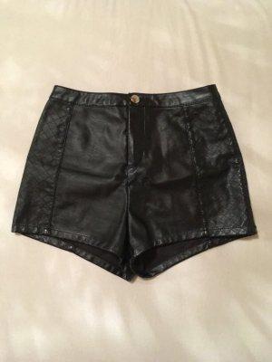 Schwarze Kunstleder-Shorts
