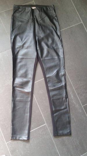 Schwarze Kunstlederhose von Esprit. Gr. 36