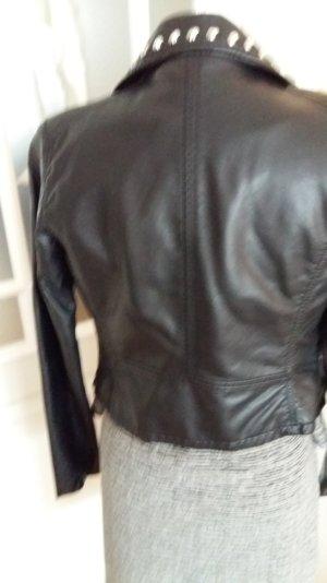 schwarze Kunstlederjacke  mit Nieten