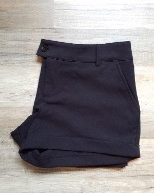 schwarze kurze Bermuda Shorts