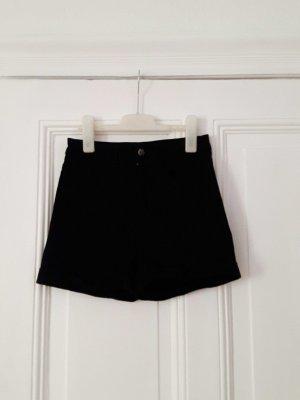 schwarze, kurze Hose